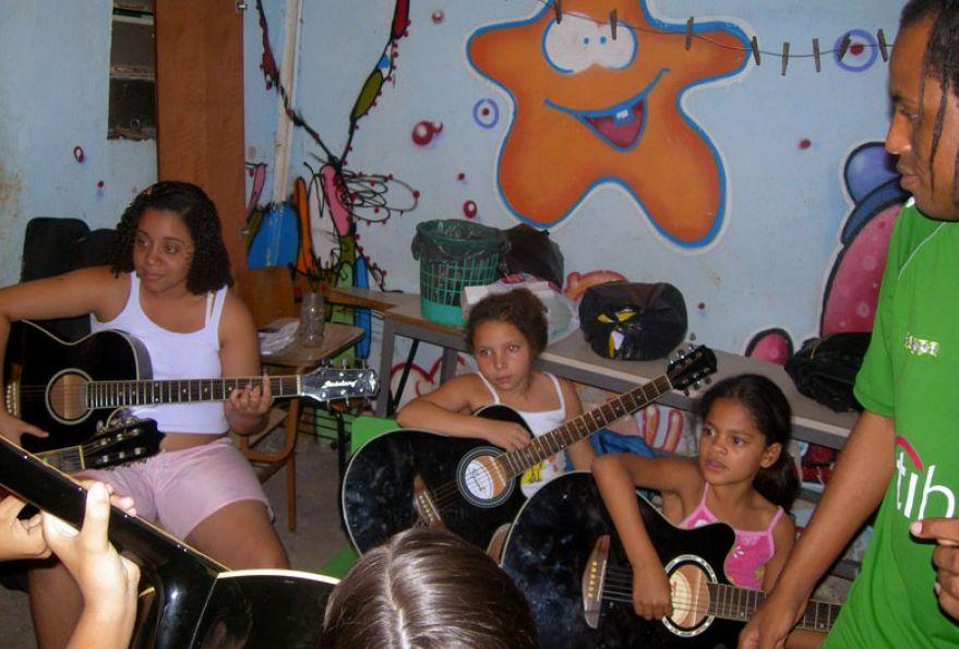 Leãozinho musica diseno social Proyectos de Alumnos EN+: Leãozinho: Música en Brasil%disenosocial