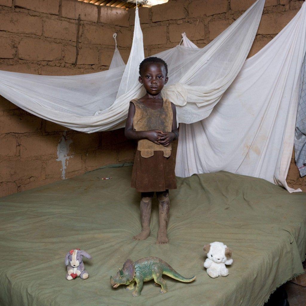 Chiwa Mwafulirwa Malawi gabriele galimberti >> Galimberti s Toy Stories%disenosocial